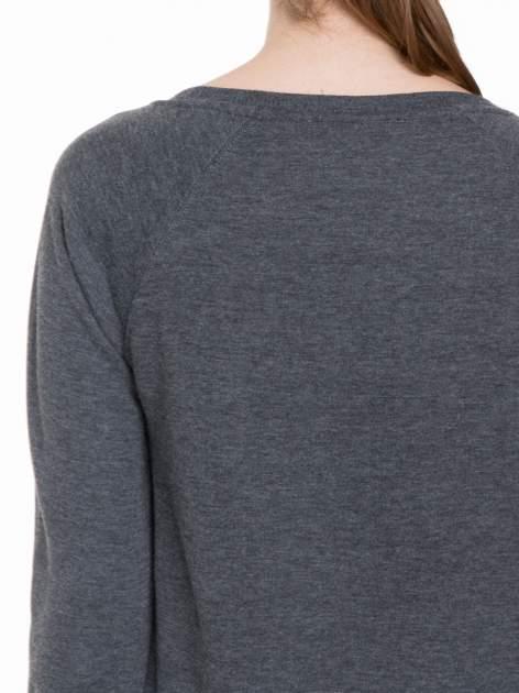 Szara bluza z reglanowymi rękawami i napisem NYFTW                                  zdj.                                  7