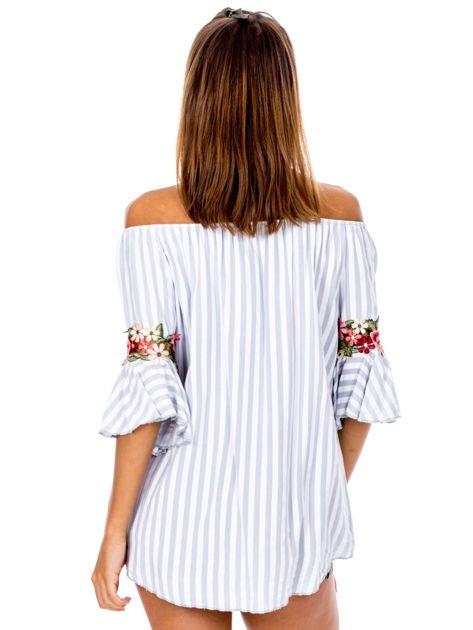 Szara bluzka hiszpanka w paski z kwiatowymi wstawkami                              zdj.                              2