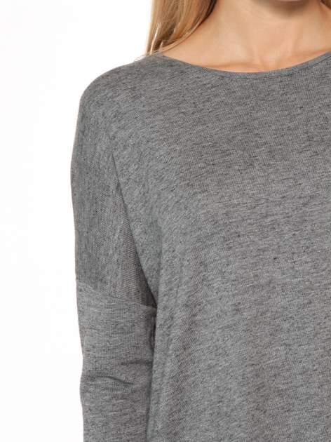 Szara bluzka oversize o obniżonej linii ramion                                  zdj.                                  6