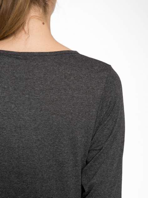 Szara bluzka w stylu fashion z nadrukiem LA VIE EST BELLE                                  zdj.                                  8