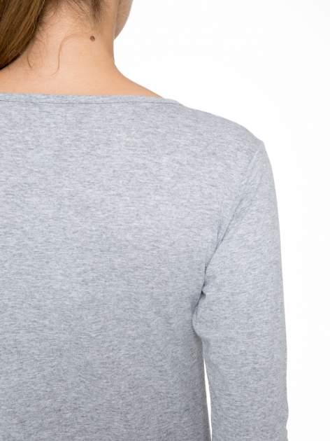 Szara bluzka z nadrukiem ODDAM W DOBRE RĘCE                                  zdj.                                  8