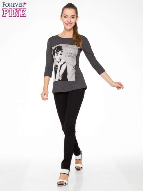 Szara bluzka z portretem Audrey Hepburn                                  zdj.                                  5