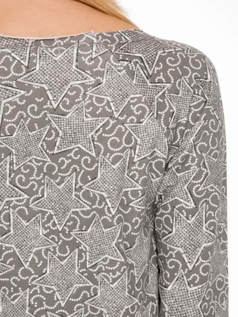 Szara bluzka z surowym wykończeniem we wzór gwiazd                                  zdj.                                  7