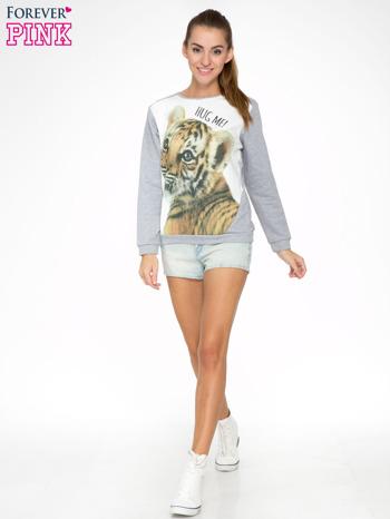 Szara dresowa bluza z nadrukiem tygryska i napisem HUG ME!                                  zdj.                                  2