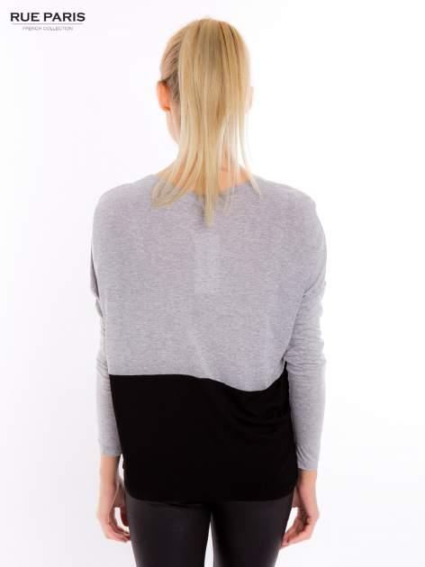 Szara dresowa bluzka z czarnym panelem na dole                                  zdj.                                  3