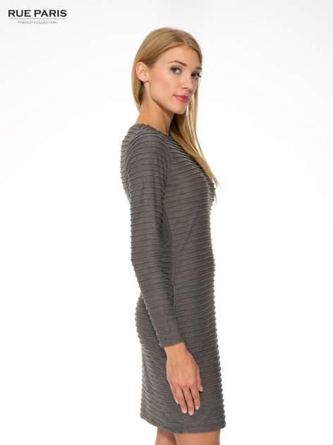 Szara dresowa sukienka w prążkowany wzór                                  zdj.                                  3