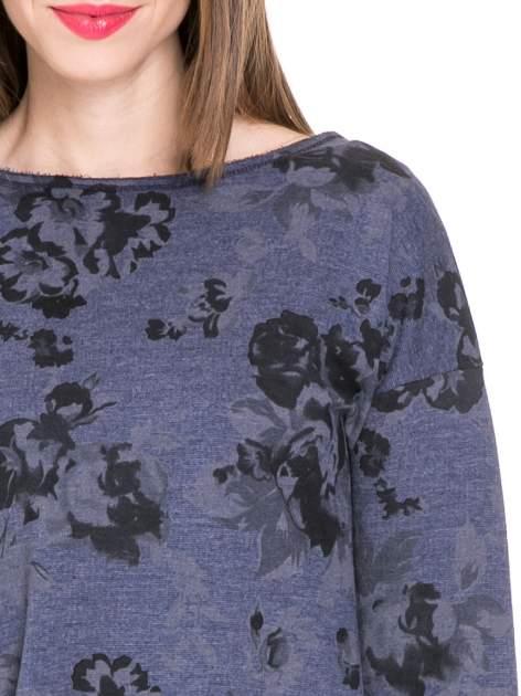Szara dresowa sukienka z nadrukiem kwiatowym w kolorze czarnym                                  zdj.                                  5