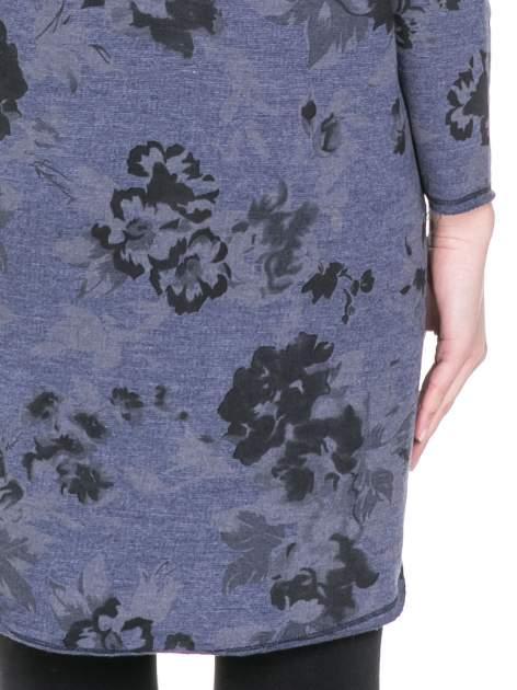 Szara dresowa sukienka z nadrukiem kwiatowym w kolorze czarnym                                  zdj.                                  8