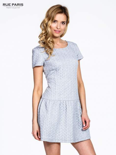 Szara fakturowana sukienka z obniżoną talią                                  zdj.                                  3