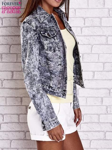 Szara jeansowa kurtka w tłoczone wzory                                  zdj.                                  4