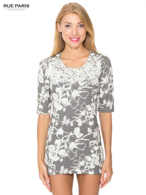 Szara mini sukienka tłoczona w kwiaty