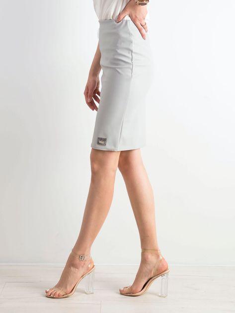 Szara ołówkowa spódnica ze skóry ekologicznej                              zdj.                              3