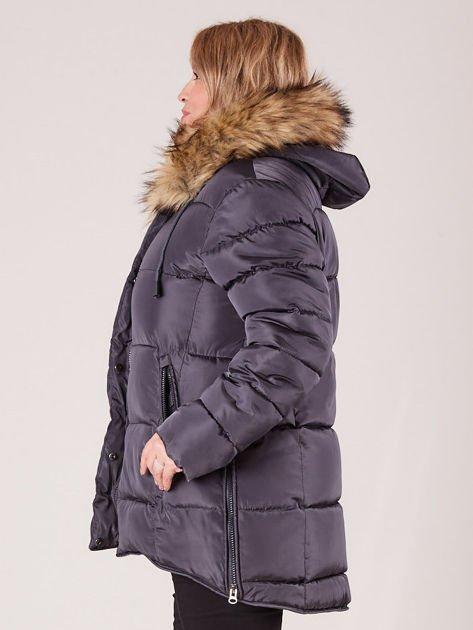 Szara pikowana kurtka damska z futerkiem PLUS SIZE                              zdj.                              3