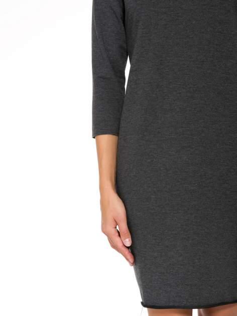 Szara prosta sukienka z surowym wykończeniem i kieszeniami                                  zdj.                                  6