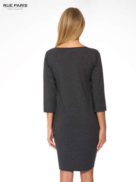 Szara prosta sukienka z surowym wykończeniem i kieszeniami                                  zdj.                                  4