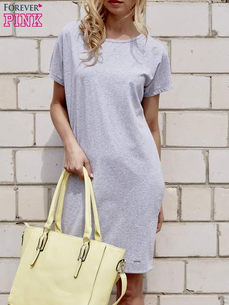 Szara sukienka dresowa z kieszeniami po bokach                                  zdj.                                  1