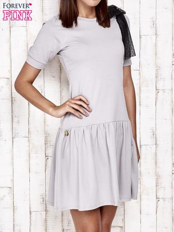 Szara sukienka dresowa z kokardą z tiulu                                  zdj.                                  1