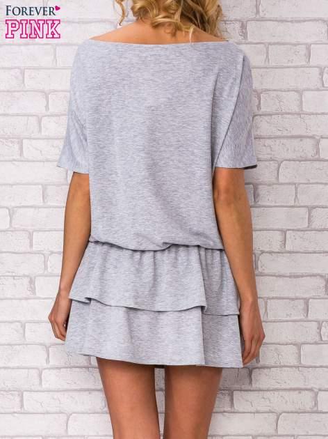 Szara sukienka dresowa z podwójną falbaną                                  zdj.                                  4