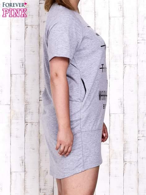 Szara sukienka dresowa z silver printem PLUS SIZE                                  zdj.                                  3