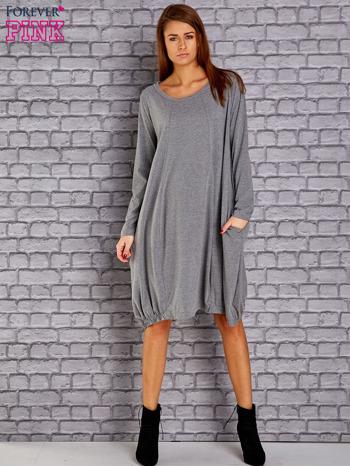 Szara sukienka oversize ze ściągaczem na dole                                  zdj.                                  2