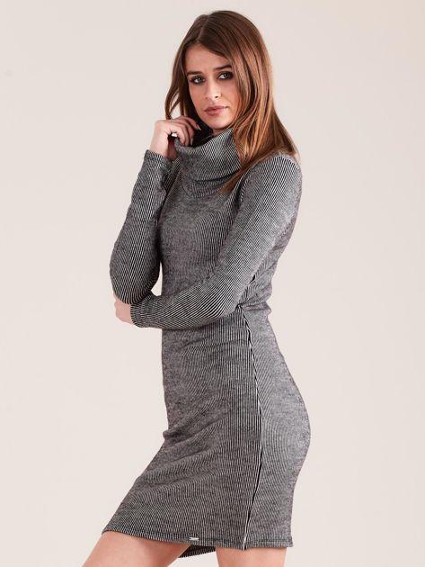 Szara sukienka w prążki z golfem                              zdj.                              3