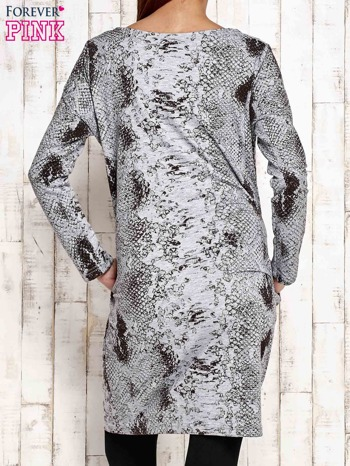 Szara sukienka z motywem skóry węża i brokatową aplikacją                                  zdj.                                  2