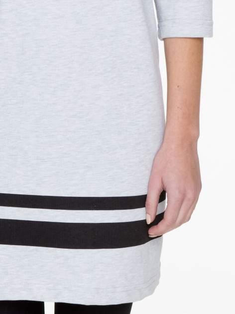 Szara sukienka z napisem NOIR w stylu sportowym                                  zdj.                                  6