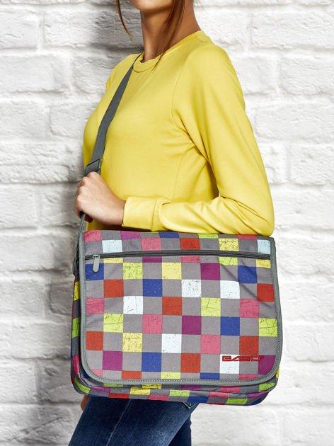 Szara torba na ramię w kolorową kratkę