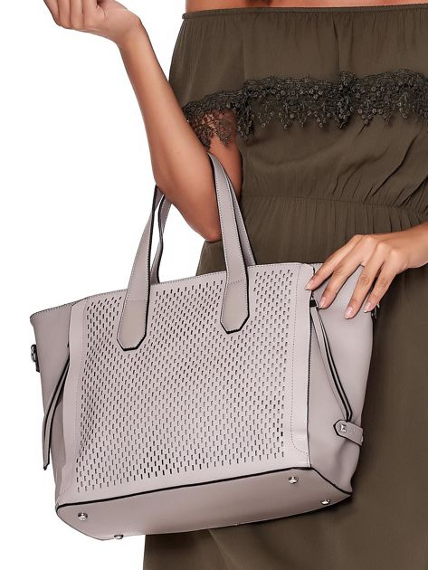 Szara torba shopper z ażurowaniem i odpinanym paskiem                              zdj.                              2