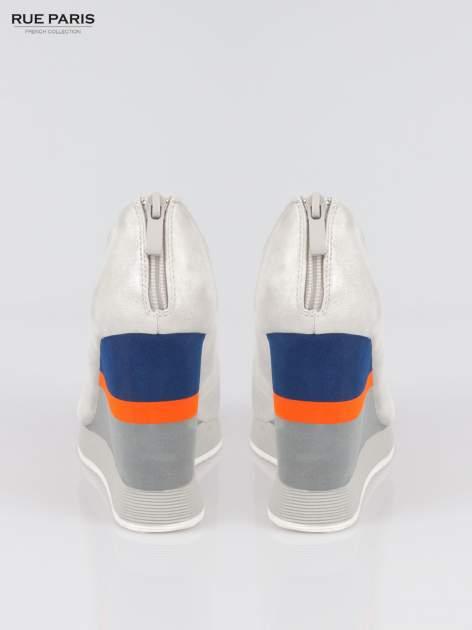 Szare buty open toe na koturnie w paski                                  zdj.                                  3