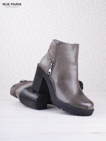 Szare cieniowane botki faux leather na wyższym klocku z zamszową pikowaną wstawką i ozdobnym suwakiem                                  zdj.                                  3