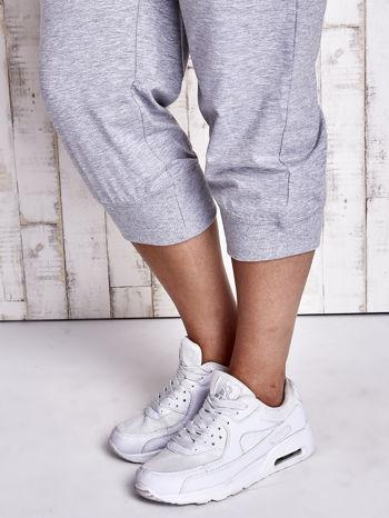 Szare dresowe spodnie capri z kieszonkami PLUS SIZE                                  zdj.                                  5
