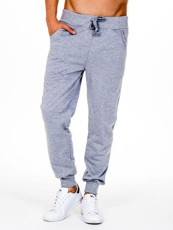 Szare dresowe spodnie męskie z trokami w pasie i kieszeniami