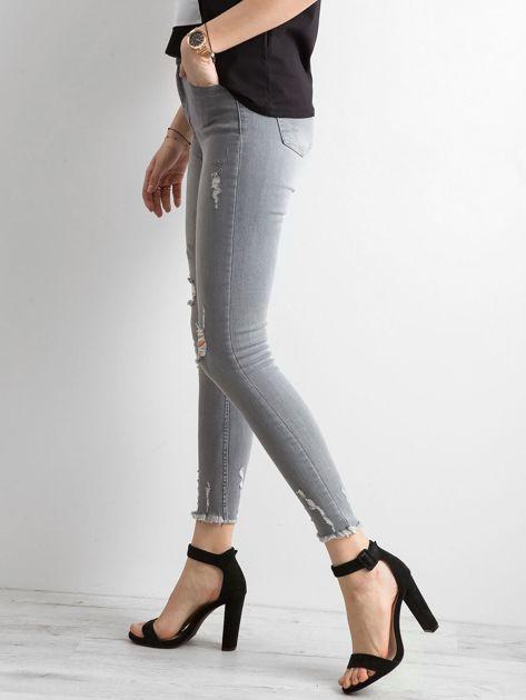 Szare jeansy high waist z przetarciami                              zdj.                              3