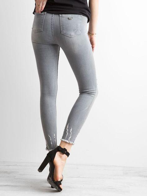 Szare jeansy high waist z przetarciami                              zdj.                              2
