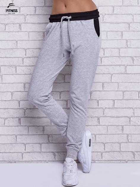 Szare melanżowe spodnie dresowe z czarnymi wstawkami