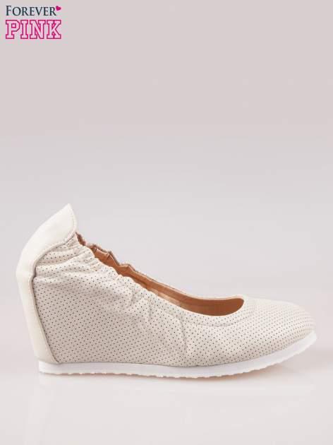 Szare siateczkowe buty na koturnie