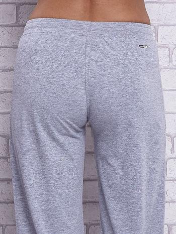 Szare spodnie capri z wszytą kieszonką                                  zdj.                                  6