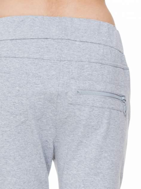 Szare spodnie dresowe typu baggy z ozdobnym zamkiem                                  zdj.                                  6
