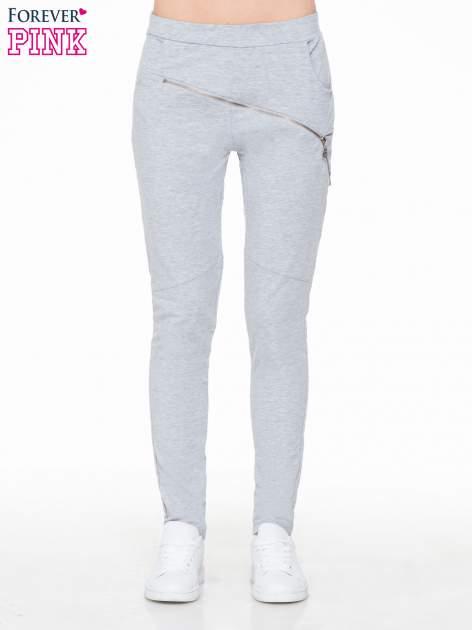 Szare spodnie dresowe typu baggy z suwakiem                                  zdj.                                  1