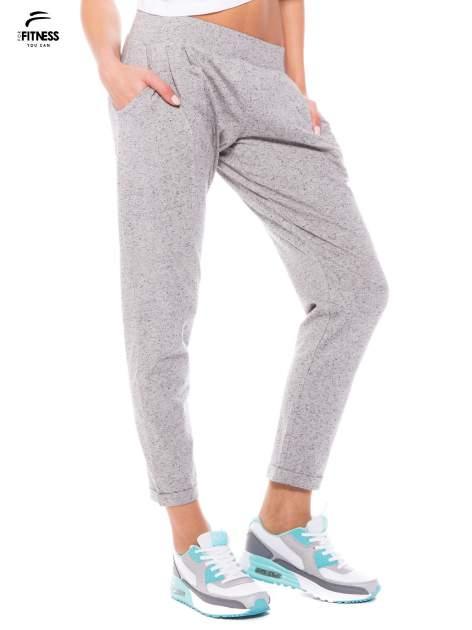 Szare spodnie dresowe z prostą nogawką                                  zdj.                                  4