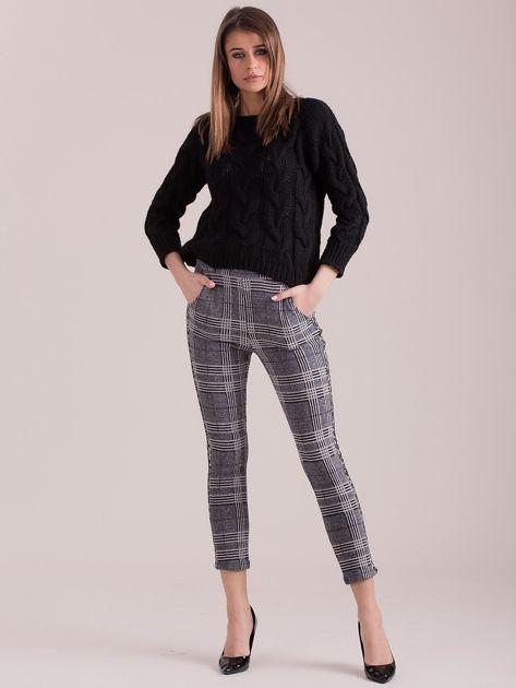 Szare spodnie w kratę z lampasami                              zdj.                              4