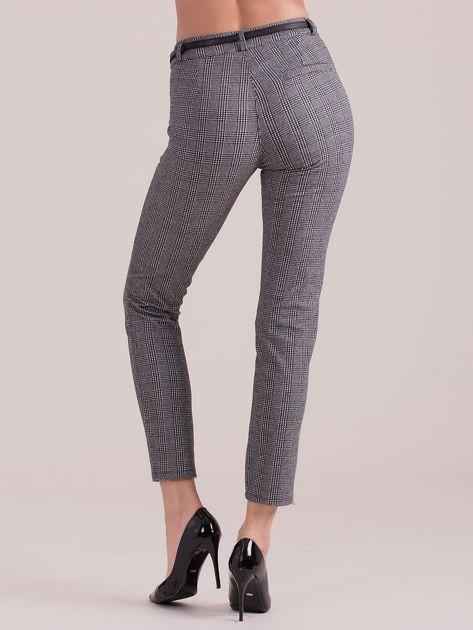 Szare spodnie w kratkę z paskiem                              zdj.                              2