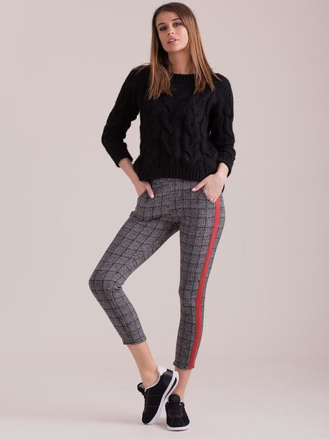 Szare spodnie we wzory z czerwonymi lampasami                              zdj.                              4
