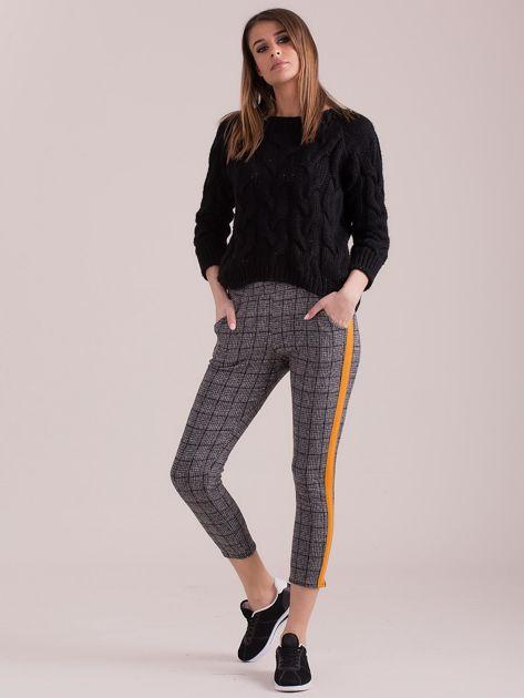 Szare spodnie we wzory z pomarańczowymi lampasami                              zdj.                              4
