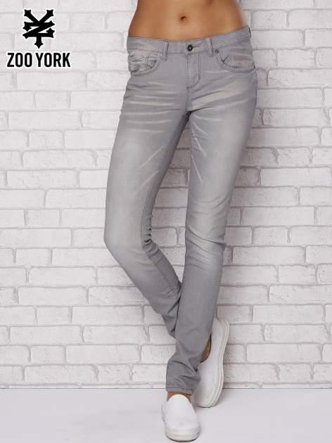 Szare spodnie z efektem dekatyzowania