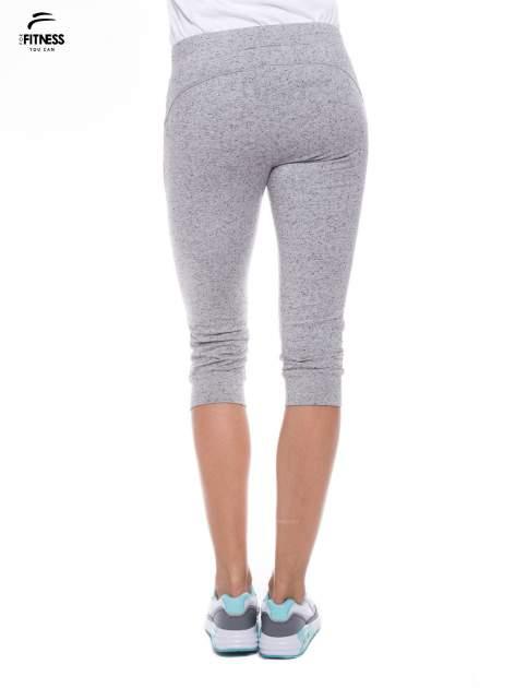 Szare sportowe spodnie za kolano typu capri                                  zdj.                                  2