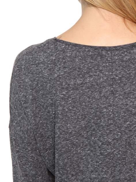 Szarogranatowa bluzka oversize o obniżonej linii ramion                                  zdj.                                  9