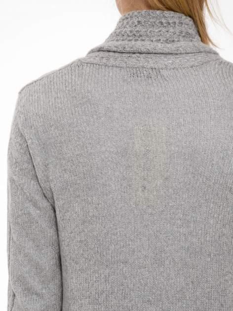 Szary ażurowy długi sweter typu kardigan                                  zdj.                                  8
