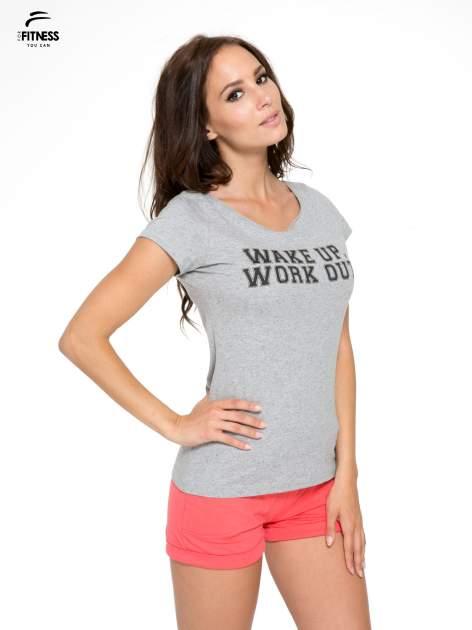 Szary bawełniany t-shirt z nadrukiem tekstowym WAKE UP WORK OUT                                  zdj.                                  3